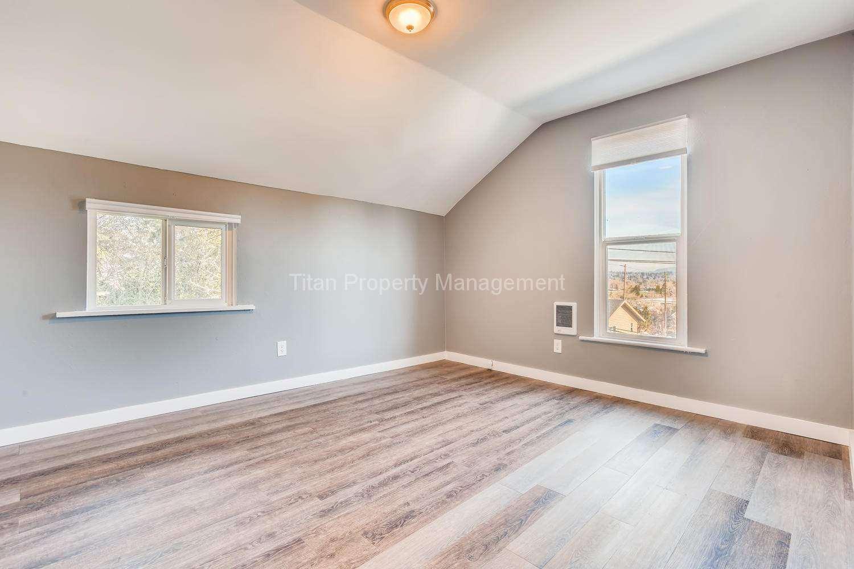 616-SE-11th-St-Oregon-City-OR-large-016-009-2nd-Floor-Bedroom-1500x1000-72dpi