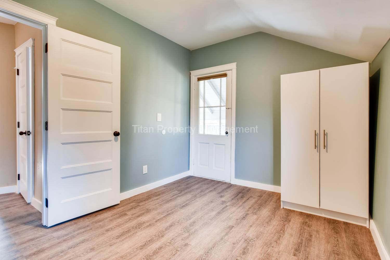 616-SE-11th-St-Oregon-City-OR-large-019-022-2nd-Floor-Bedroom-1500x1000-72dpi
