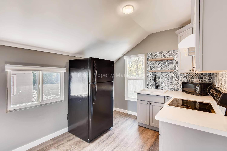 616-SE-11th-St-Oregon-City-OR-large-021-015-2nd-Floor-Kitchen-1500x1000-72dpi