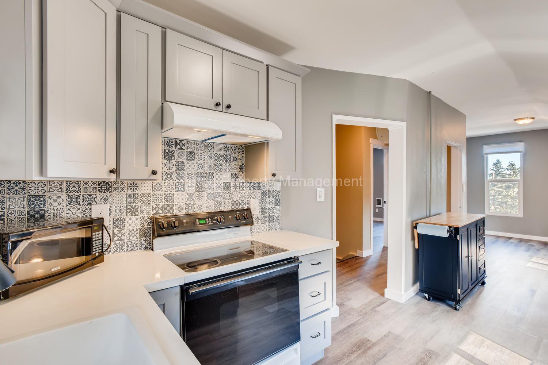 616-SE-11th-St-Oregon-City-OR-large-022-023-2nd-Floor-Kitchen-1500x1000-72dpi