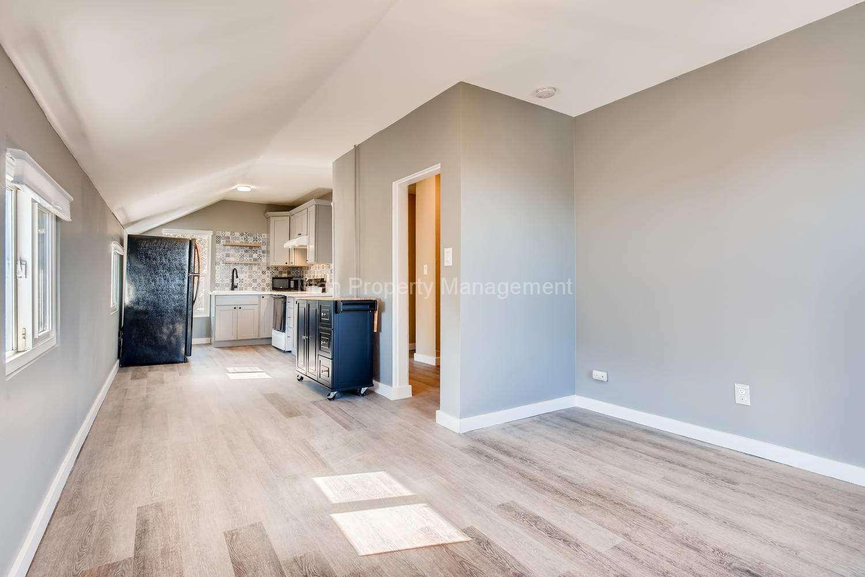 616-SE-11th-St-Oregon-City-OR-large-024-016-2nd-Floor-Living-Room-1500x1000-72dpi